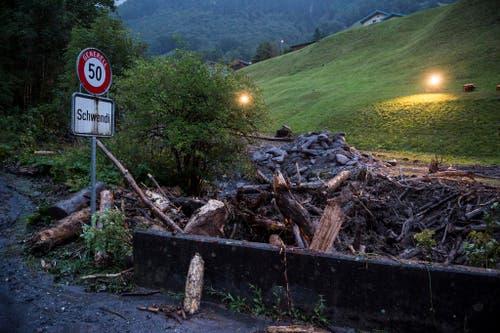 Heftige Regenfälle führten am Sonntagabend zu Erdrutschen. (Bild: Keystone)