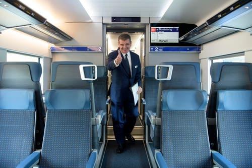 Stadler-Chef Peter Spuhler ist zufrieden mit seinem neusten Zug. (Bild: Keystone)