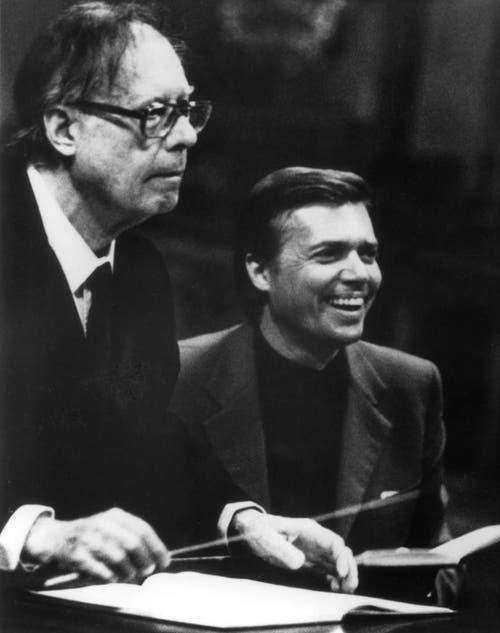 Karlheinz Böhm zusammen mit seinem Vater, dem Grazer Dirigenten Karl Böhm in einer Aufnahme aus den 70er-Jahren. (Bild: Keystone)