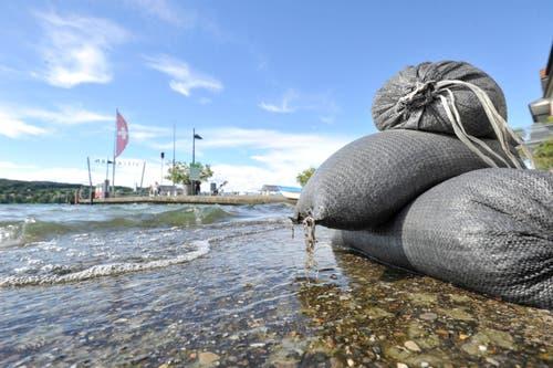 Sandsäcke bei Steckborn am Untersee. (Bild: Donato Caspari)