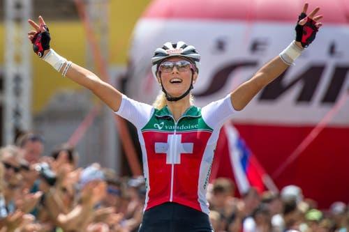 """""""Drei Personen verrieten mir, sie hätten geträumt, dass ich Weltmeisterin werde."""" Die Mountainbikerin Jolanda Neff im September nach ihrem ersten WM-Titel im Olympischen Cross Country. (Bild: Keystone)"""