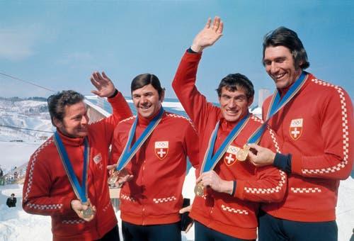 Edy Hubacher, Werner Camichel, Hans Leutenegger und Jean Wicki (v.l.) freuen sich über ihren Sieg. (Bild: Keystone/Str)