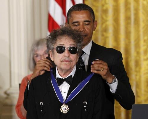 US-Präsident Barack Obama verleiht Dylan 2012 während einer Zeremonie im Weissen Haus die Freiheitsmedaille. (Bild: Keystone)