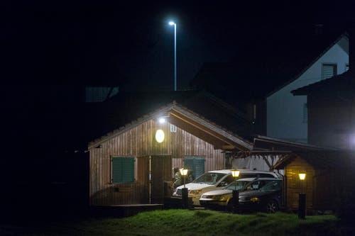 Hinter dem Gasthaus befindet sich das Party-Chalet, in dem die Feier abgehalten wurde. (Bild: Benjamin Manser)