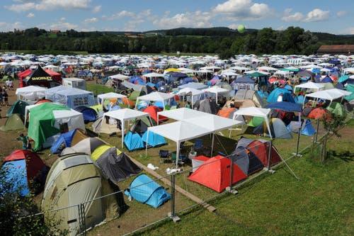 Die Zeltstadt macht jedem Campingplatz Konkurrenz. (Bild: Reto Martin)