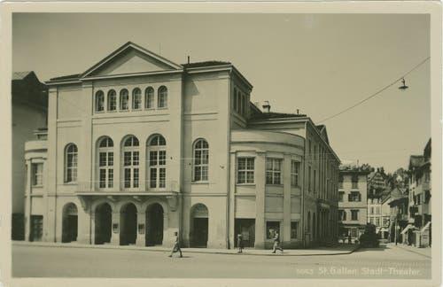 """Das alte Stadttheater am Bohl in den 1930er-Jahren. 1928/29 wurde es äusserlich umfassend renoviert und dabei auch """"modernisiert"""". (Bild: Sammlung Reto Voneschen)"""