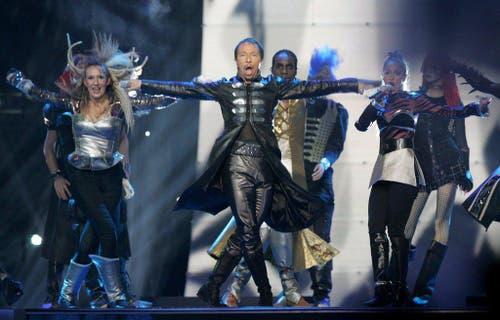 Die Vampire sind los: DJ Bobo bei seinem Auftritt im Halbfinal des Song Contests 2007 in Helsinki. Ins Finale schaffte es der Aargauer nicht - eine der grössten Enttäuschungen in seiner Karriere. (Bild: Keystone)