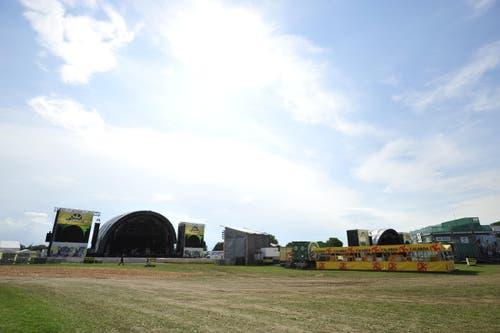 Noch ist das Gras grün vor der Bühne. (Bild: Mario Testa)