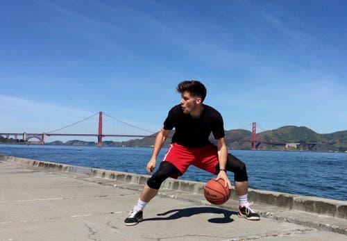 Ein Dribbling vor der Golden Gate Bridge. (Bild: pd)