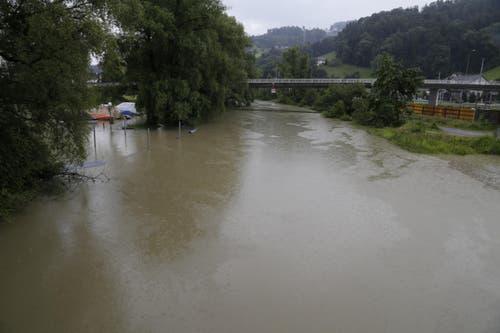 Der Alte Rhein bei Rheineck, im Hintergrund die Zollbrücke, die nach Gaissau führt. (Bild: Rudolf Hirtl)