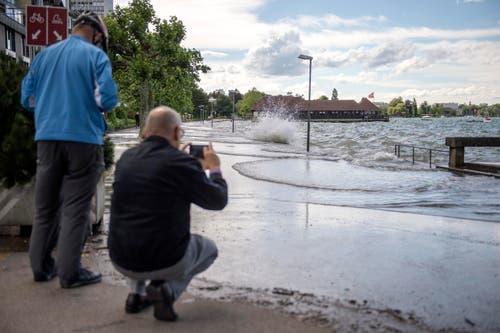 Das Hochwasser ist ein beliebtes Fotosujet. (Bild: Urs Bucher)