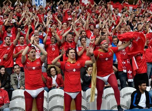 Anhänger der Schweizer Nationalmannschaft. (Bild: Martin Meissner / Keystone)