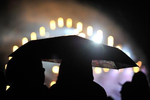 Zu zweit unter dem Schirm ist es besonders romantisch. (Bild: Reto Martin (Reto Martin))