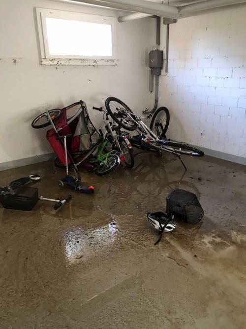 Der Keller war bis zum Fenster mit Wasser gefüllt. (Bild: Saadet Klein (Bewohnerin))