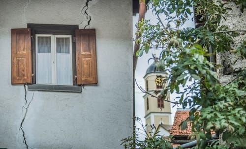 Brienz GR: Reportage aus Brienz - dem BŸndner Dorf, das jedes Jahr ein wenig abrutscht, weil der Untergrund in Bewegung ist. (Bild: Jil Lohse)