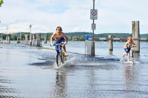 Der Hafen von Ermatingen steht unter Wasser. (Bild: Donato Caspari)