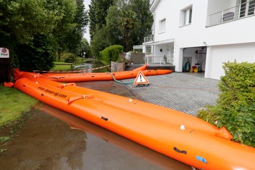 In Altenrhein muss dieses Haus in der Nähe der Dorfbadi mit Wassersperren geschützt werden. (Bild: Rudolf Hirtl)