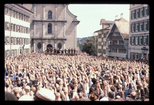 Die Ausserrhoder Landsgemeinde in Trogen, 1988 (Bild: Comet Photo AG (Zürich))