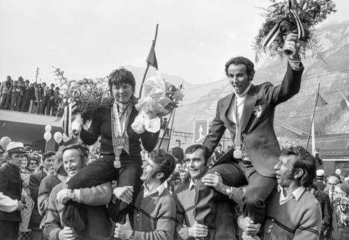 """Marie-Theres """"Maite"""" Nadig und Edmund """"Edy"""" Bruggmann werden im Februar 1972 beim Empfang in Flums gefeiert. Nadig gewann Gold in der Abfahrt und im Riesenslalom, Bruggmann Silber im Riesenslalom. (Bild: Keystone/Str)"""