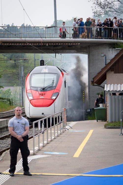 Mit viel Dampf rollt der Giruno in Bussnang an. (Bild: Urs Bucher)