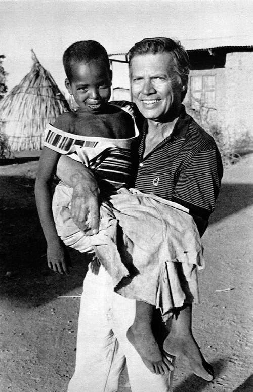 """""""Menschen für Menschen"""" hat in 30 Jahren rund 415 Millionen Euro gesammelt. Für sein humanitäres Engagement erhielt Karlheinz Böhm unter anderem das Bundesverdienstkreuz, den World Social Award, zwei Ehrendoktorwürden und den Balzan-Friedenspreis. (Bild: Keystone)"""