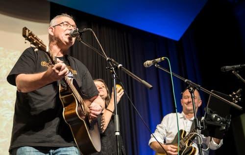 """Die Thurgauer Band """"Dä Brüeder vom Heinz"""" bei einem Auftritt. (Bild: Reto Martin)"""