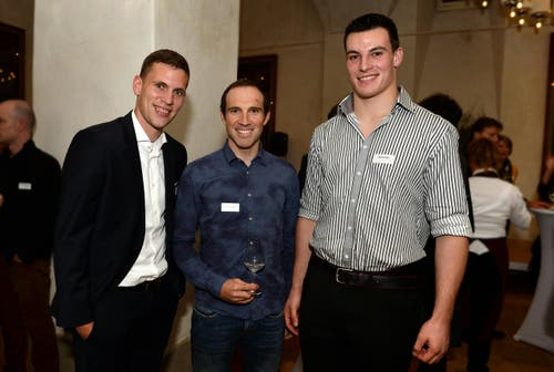 FCB-Spieler Fabian Frei, Radfahrer Michael Albasini und Schwinger Samuel Giger. (Bild: Nana do Carmo)