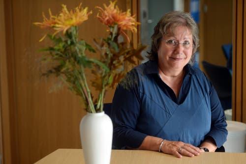 """Kategorie Wissen: Esther Ott-Debrunner ist Rektorin des Bildungszentrum Wirtschaft Weinfelden. Die engagierte 63-Jährige hat für ihre Schule dieses Jahr als erste in der Schweiz das EFQM-Zertifikat """"Recognized for Excellence"""" erlangt. (Bild: Nana do Carmo)"""