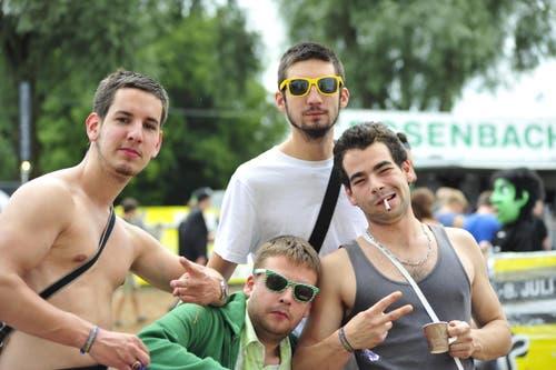 Ganz cool posieren diese vier jungen Herren. (Bild: Mario Testa)