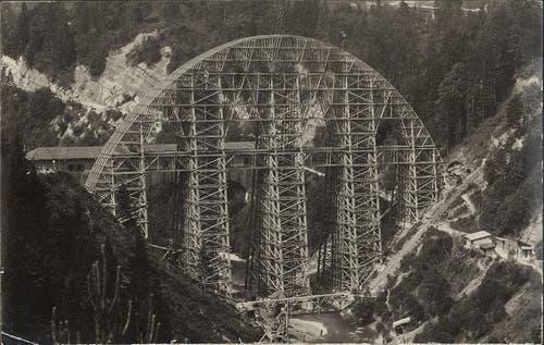 Die alte und die neue (in Bau) Hundwilertobelbrücke, zwischen 1923 und 1925. (Bild: Unbekannt)