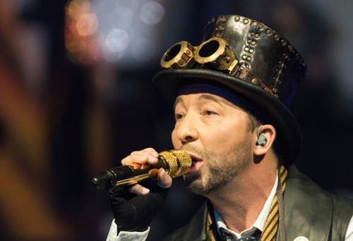 Der Meister hat den Durchblick - am goldenen Mikrofon. (Bild: Keystone)
