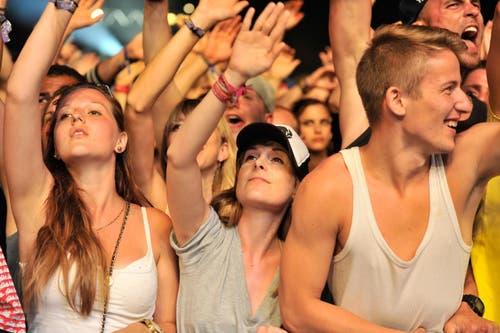 Körperkontakt gehört während den Konzerten dazu. (Bild: Reto Martin (Reto Martin))