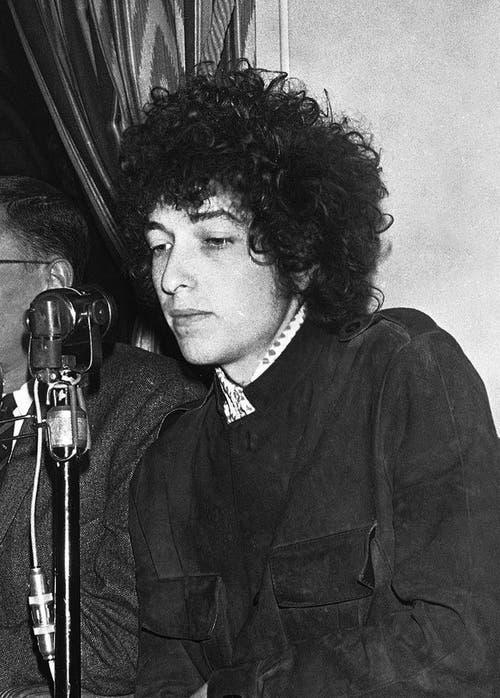 Bob Dylan an einer Pressekonferenz im May 1966 in Paris. (Bild: Keystone)