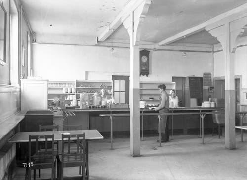 Das Buffet des unteren Speisesaals. Aufnahme vom 13. Januar 1931. (Bild: Bühler AG)