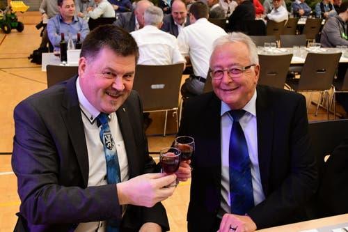 Bürgerpräsident Adrian Heer mit Ehrengast und SVP-Kantonsrat Willy Nägeli (Bild: Werner Lenzin)