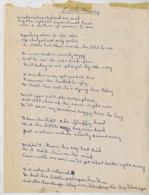 Dieses undatierte Foto des Auktionshauses Christie's zeigt die erste Seite eines Gedichts, das Dylan als Teenager geschrieben hat. Es handelt von einem kleinen Hund, der tragisch verendet. (Bild: Keystone)