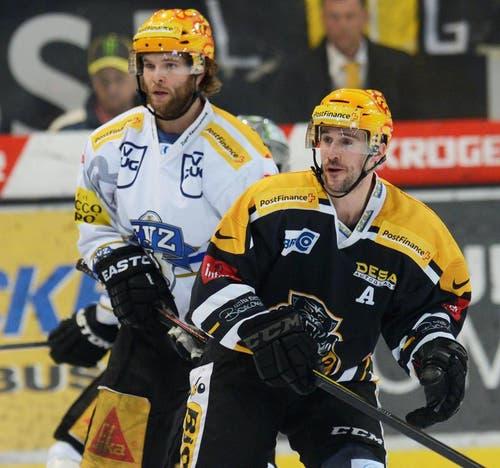 Die beiden Topskorer Robert Schremp vom EVZ (links) und Brett McLean von Lugano. (Bild: Karl Mathis / Keystone)