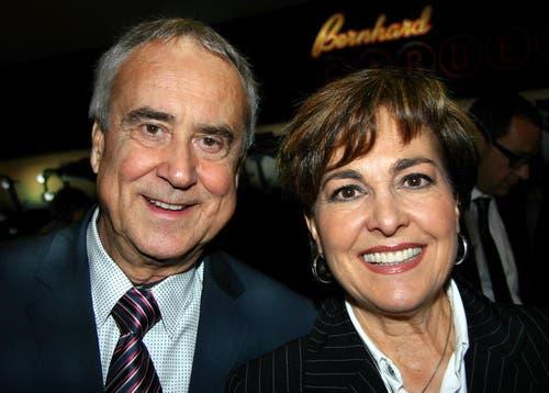 Kurt Felix mit seiner Frau Paola an einer Theaterpremiere in Zürich. (Bild: Neue LZ)