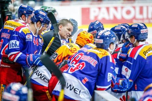 Sean Simpson, Cheftrainer der Kloten Flyers, nimmt ein Timeout. (Bild: Keystone / Patrick B. Krämer)