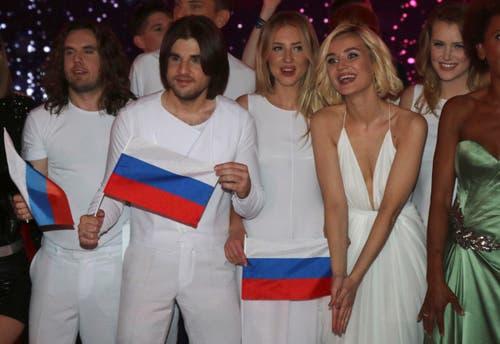 Russland: Polina Gagarina (2.v.r.) ist ebenfalls sichtlich erleichtert. (Bild: Ronald Zak)
