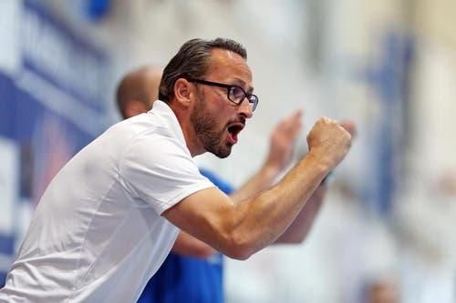 Der Krienser Teammanager Nick Christen an der Seitenlinie. (Bild: Philipp Schmidli / Neue LZ)