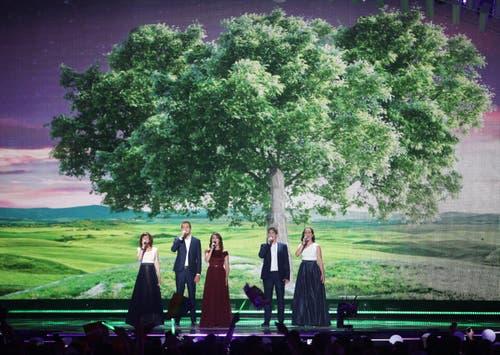 Ungarn: Sängerin Singer Boggie (Mitte) bei ihrem Auftritt. (Bild: GEORG HOCHMUTH)