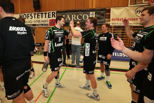 Die Krienser freuen sich über den Sieg. (Bild: Roger Zbinden/Neue LZ)