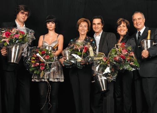 «Glanz und Gloria»-Awars 2006: Die Preisträger: Michael Steiner (Success-Award), Patricia Schmid (Newcomer Award), Silvia Blocher (Style Award), Gilles Tschudi (Crazy Award), Paola und Kurt Felix (Love Award). (Bild: SRF / Paoloa Foschini)