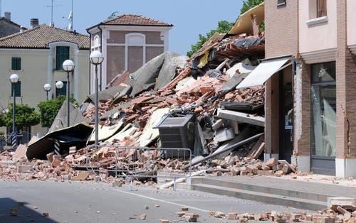 In Cavezzo wurde ein ganzes Haus zerstört. (Bild: Keystone)