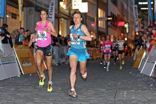 Fabienne Schlumpf (links) und Karolina Jarzinska beim Elite Rennen der Frauen (Bild: Philipp Schmidli / Neue LZ)