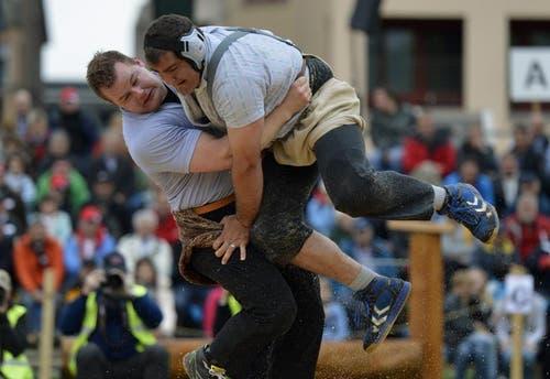 Christian Schuler (links) gewinnt den Schlussgang gegen Peter Imfeld. (Bild: Keystone)