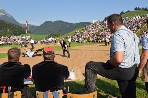 Der Lungerer Eidgenoss Peter Imfeld (rechts) bestreitet auf dem Allweg sein letztes Schwingfest als Aktiver. (Bild: Robert Hess (Neue OZ))