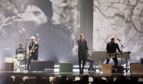 Rumänien: Sänger Calin Goia (Mitte) mit seiner Band Voltaj. (Bild: GEORG HOCHMUTH)