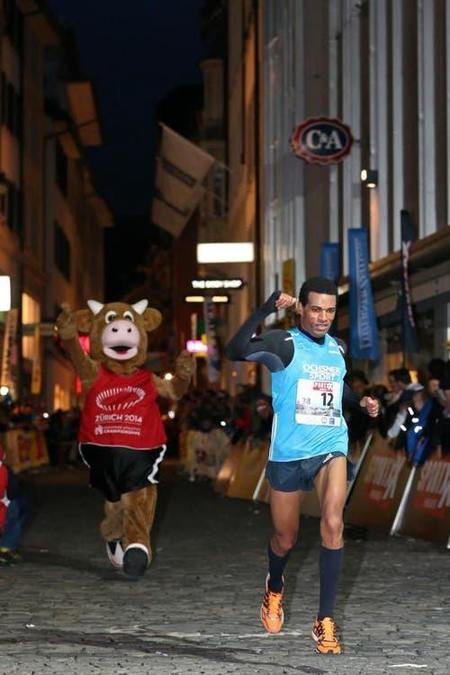 Tadesse Abraham (rechts) beim Elite Rennen der Männer (Bild: Philipp Schmidli / Neue LZ)